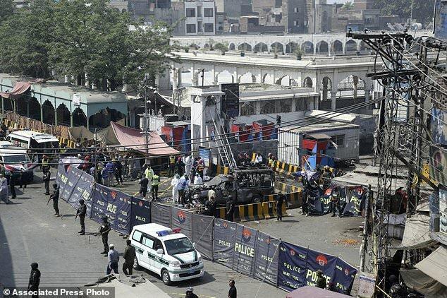 حمله انتحاری طالبان پاکستان بالای عبادتگاه صوفیان لاهور