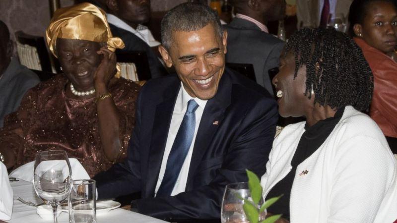 gty_obama_mama_sarah_kenya_dinner_wg_150724_16x9_992
